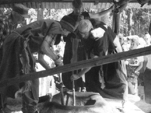 Rekonstruerad gropugn för järnframställning.