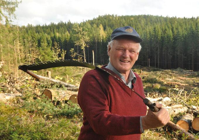 Rolf Johansson med stocksåg