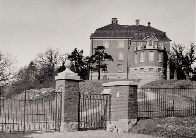 Skogshögskolan flyttar till Frescati Hage 1915.