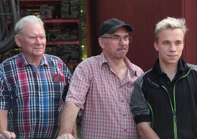 Tre generationer brukare på Runtorp, Småland. Foto Mats Hannerz.