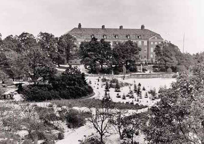 Skogshögskolans nya byggnad vid Frescati invigs 1917.